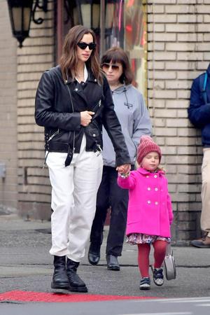 Парижанки Ирина Шейк с дочерью Леей (фото 0.2)