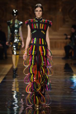 Показ Oscar Carvallo коллекции сезона Весна-лето 2014 года haute couture - www.elle.ru - Подиум - фото 575002