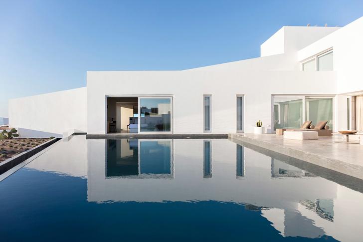 Белоснежная вилла на Санторини от Kapsimalis Architects (фото 4)