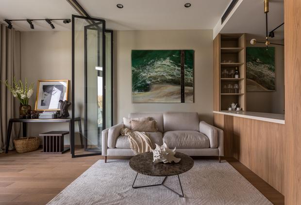 Квартира 76 м² с ванной в спальне и прозрачным камином (фото 9)