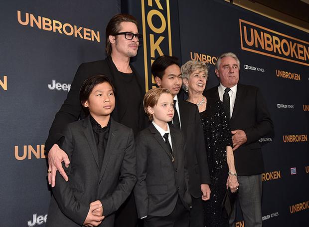 Брэд Питт с родителями Уильямом и Джейн и детьми Паксом, Шайло и Мэддоксом