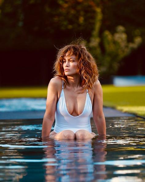 В гармонии с собой и природой: Дженнифер Лопес поделилась снимком в откровенном купальнике (фото 1)