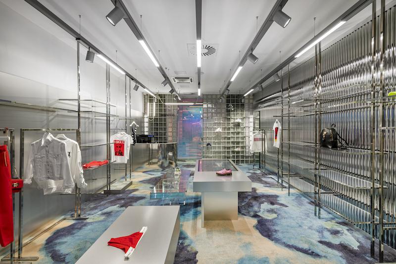 Футуристичный бутик модной одежды в Вильнюсе (галерея 9, фото 3)