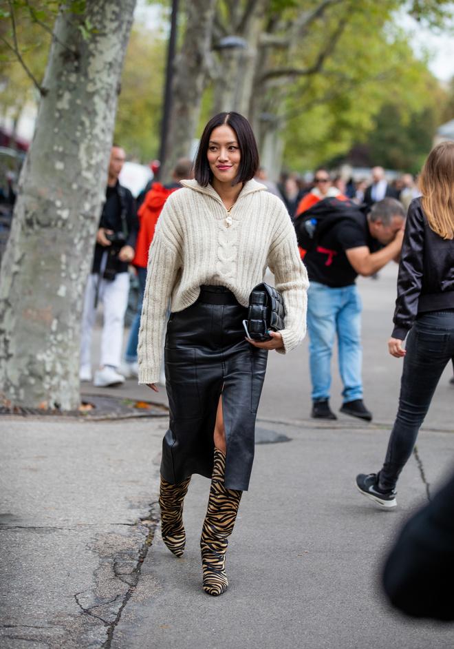 С чем носить кожаную юбку этой зимой: 3 идеи (фото 7)