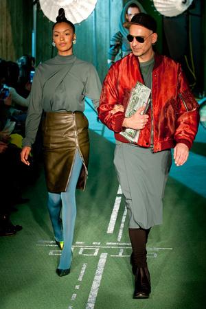 Показ Jean Paul Gaultier коллекции сезона Осень-зима 2014-2015 года prêt-à-porter - www.elle.ru - Подиум - фото 582890