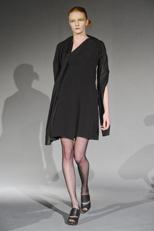 Показ Atelier Gustavo Lins коллекции сезона Весна-лето 2011 года haute couture - www.elle.ru - Подиум - фото 216127