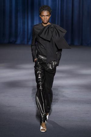 Показ Givenchy коллекции сезона осень-зима  2018-2019 года Prêt-à-porter - www.elle.ru - Подиум - фото 713311