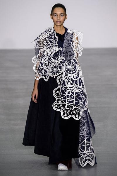 Самые красивые образы Недели моды в Лондоне | галерея [1] фото [1]