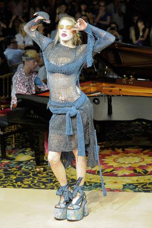 Показ Vivienne Westwood коллекции сезона Весна-лето 2012 года Prêt-à-porter - www.elle.ru - Подиум - фото 310780