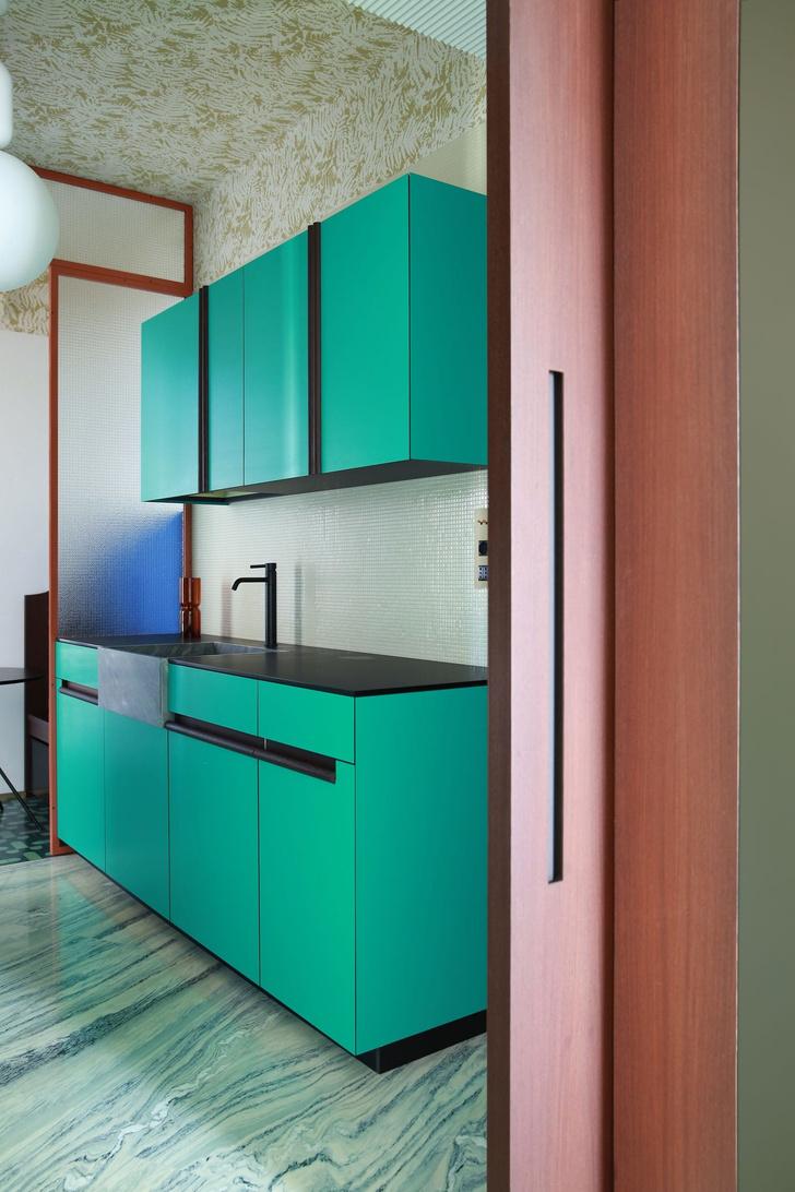 Переливы мрамора: необычный интерьер миланской квартиры (фото 8)