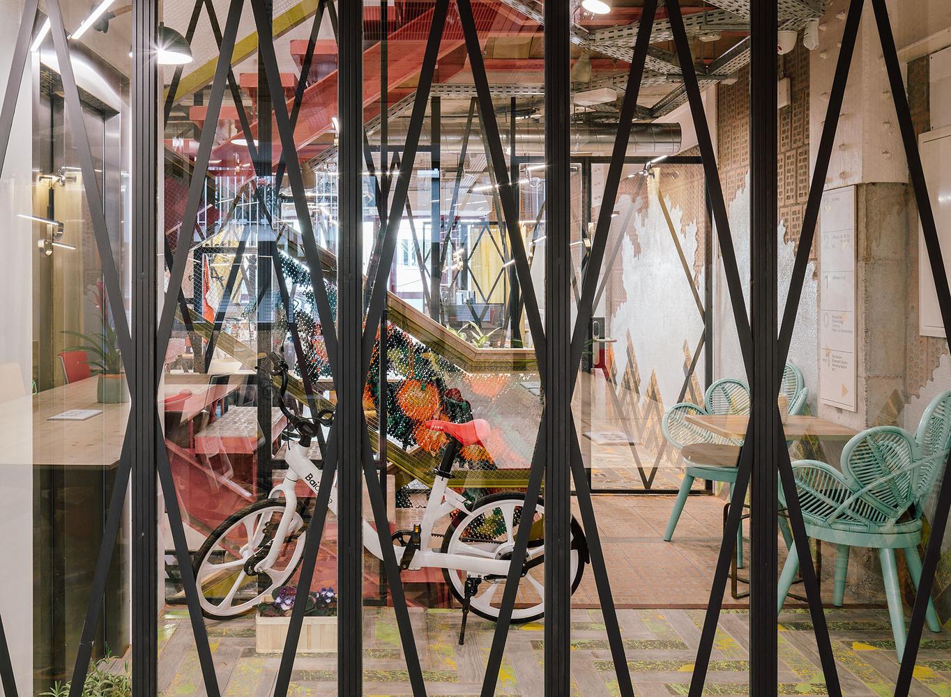 Яркий коворкинг в духе архитектуры Гауди (галерея 10, фото 5)