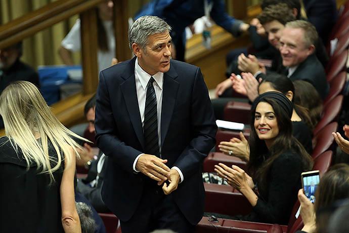 Фото дня: Джордж и Амаль Клуни в Ватикане