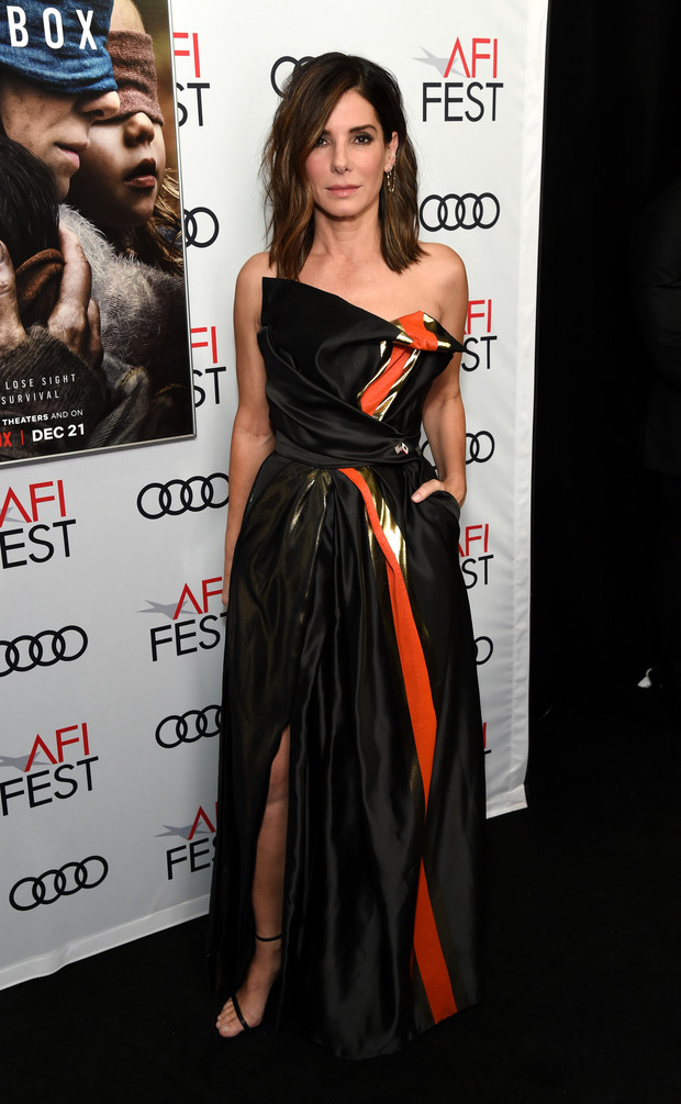 Храбрая сердцем: Сандра Буллок в черном платье Vivienne Westwood (фото 2)