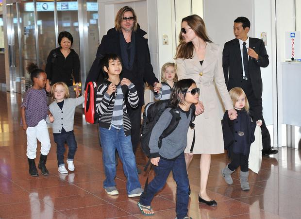 Анджелина Джоли и Брэд Питт с детьми, 2011 год