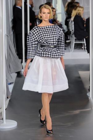 Показ Christian Dior коллекции сезона Весна-лето 2012 года Haute couture - www.elle.ru - Подиум - фото 330492