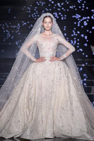 Показ Zuhair Murad коллекции сезона Осень-зима 2015-2016 года Haute couture - www.elle.ru - Подиум - фото 597318