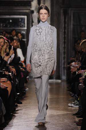 Показы мод Giles Осень-зима 2012-2013 | Подиум на ELLE - Подиум - фото 1556