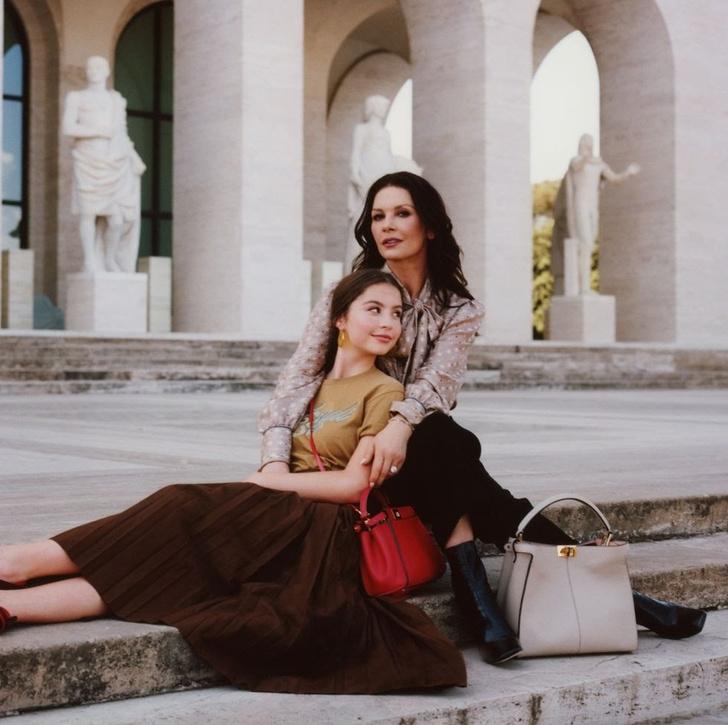 Ген красоты: Кэтрин Зета-Джонс и ее дочь Кэрис в первой совместной съемке (фото 1)