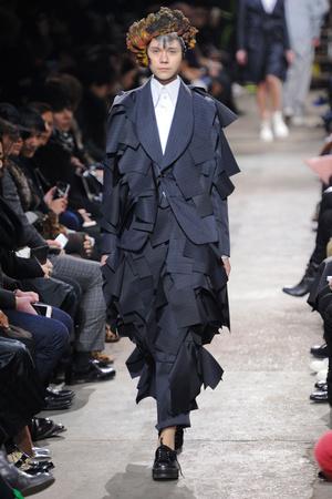 Показы мод Comme des Garcons Осень-зима 2013-2014 | Подиум на ELLE - Подиум - фото 618