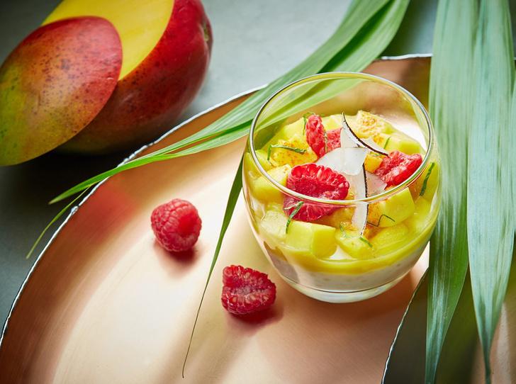 Кокосовая тапиока c манго и малиной