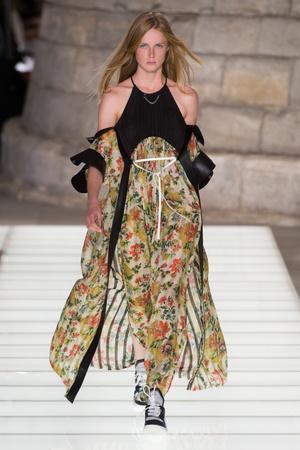 Показ Louis Vuitton коллекции сезона Весна-лето 2018 года Prêt-à-porter - www.elle.ru - Подиум - фото 660491