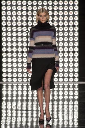 Показы мод Les Copains Осень-зима 2013-2014 | Подиум на ELLE - Подиум - фото 720