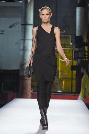 Показы мод Helmut Lang Весна-лето 2012 | Подиум на ELLE - Подиум - фото 2062