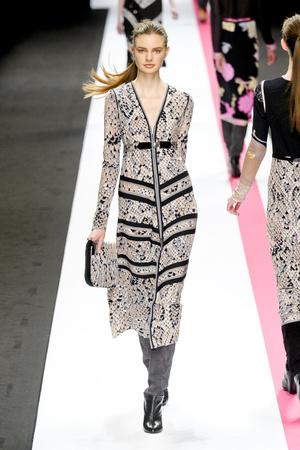 Показы мод Leonard Осень-зима 2011-2012 | Подиум на ELLE - Подиум - фото 2130
