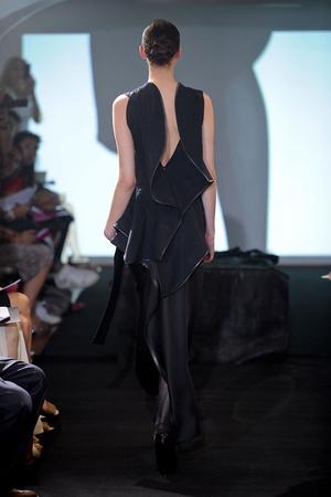 Показ Atelier Gustavo Lins коллекции сезона Осень-зима 2011-2012 года Haute couture - www.elle.ru - Подиум - фото 278122
