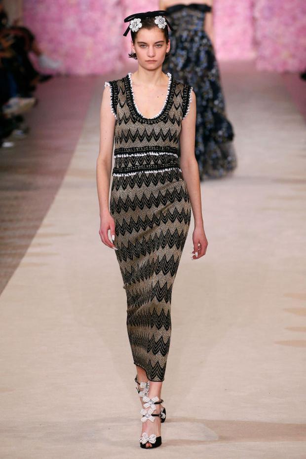 Знай наших: 11 выходов модели Алины Болотиной на Неделе моды в Париже (фото 8)