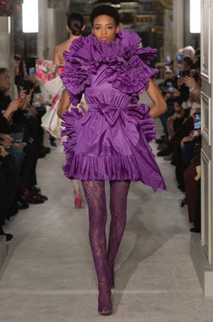 Тренд весны: кружевные колготки как на показе Valentino (фото 4.1)