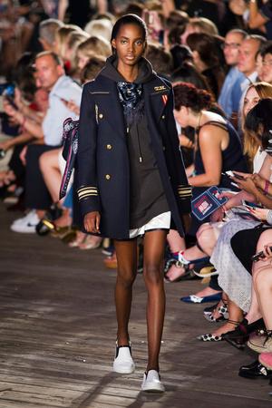 Показы мод Tommy Hilfiger Весна-лето  2017 | Подиум на ELLE - Подиум - фото 4623