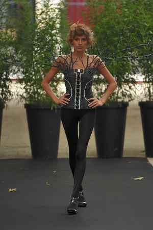 Показ On Aura Tout Vu коллекции сезона Осень-зима 2009-2010 года haute couture - www.elle.ru - Подиум - фото 88197