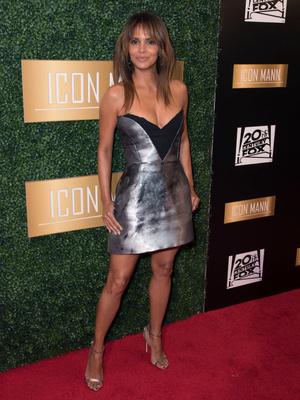 Холли Берри в платье Elenareva на ужине в преддверии «Оскара» (фото 1.1)