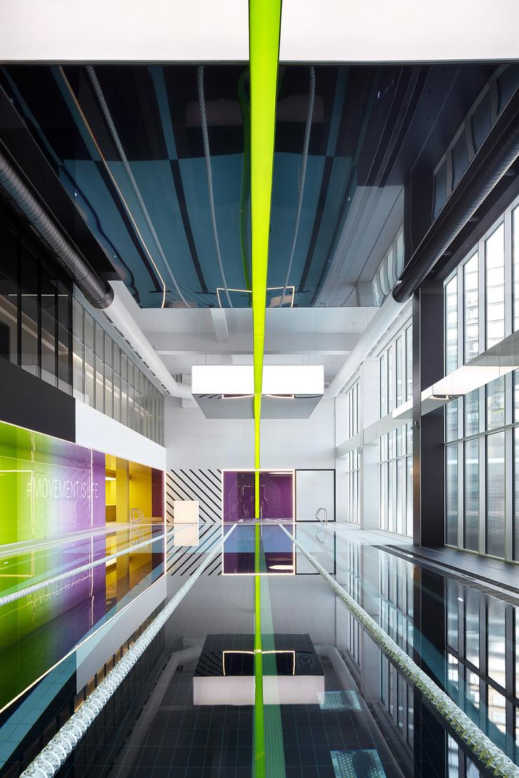 Разноцветный спортклуб в Екатеринбурге по проекту VOX Architects (фото 13)