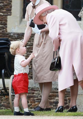 Принц Георг с бабушкой Королевой Елизаветой II