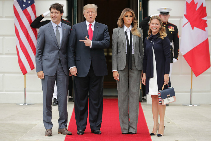 Образ дня: Мелания Трамп в Ralph Lauren фото [1]