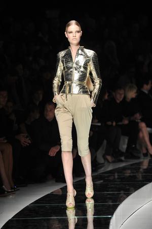Показ Versace коллекции сезона Весна-лето 2009 года Prêt-à-porter - www.elle.ru - Подиум - фото 83560