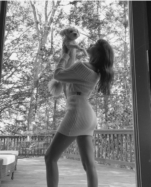 Карамельное совершенство: платье, которое отлично подходит для прохладного лета — у Жизель Оливейры (фото 4)