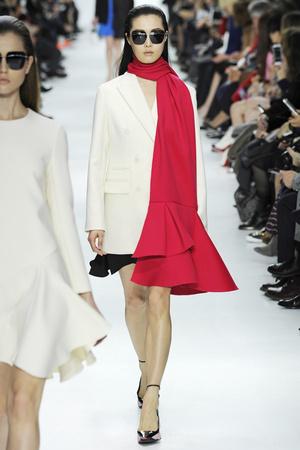 Показы мод Christian Dior Осень-зима 2014-2015 | Подиум на ELLE - Подиум - фото 4010