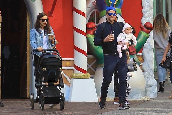 Семейные выходные: Ирина Шейк и Брэдли Купер на прогулке с дочерью (фото 1)