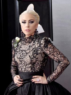 Леди Гага показала помолвочное кольцо (фото 1)