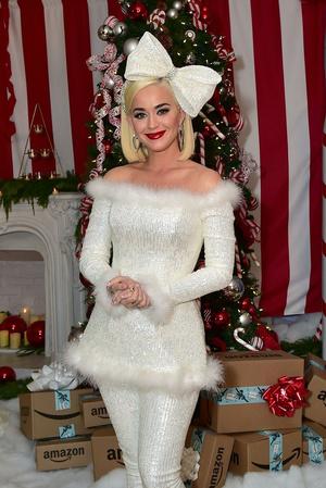 Кэти Перри на рождественской вечеринке (фото 0.1)