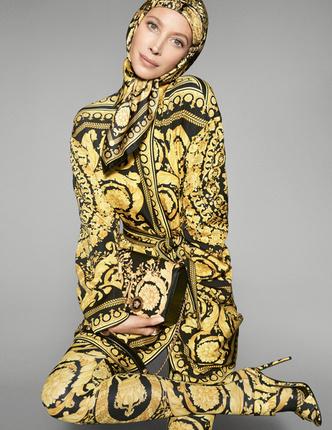 Кайя Гербер, Наоми Кэмпбелл и Джиджи Хадид в новой рекламной кампании Versace (фото 4)