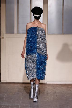 Показ Maison Martin Margiela коллекции сезона Весна-лето 2013 года Haute couture - www.elle.ru - Подиум - фото 480779