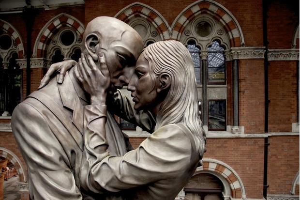 Любовное настроение: 24 культовые скульптуры, картины и фотографии поцелуев (фото 48)