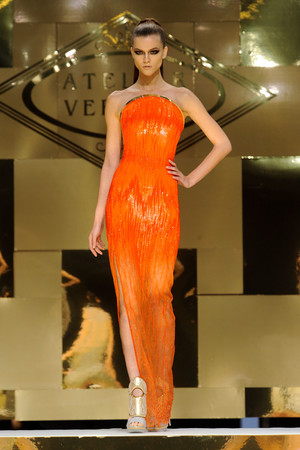 Показ Versace Haute Couture коллекции сезона Весна-лето 2012 года Haute couture - www.elle.ru - Подиум - фото 330088