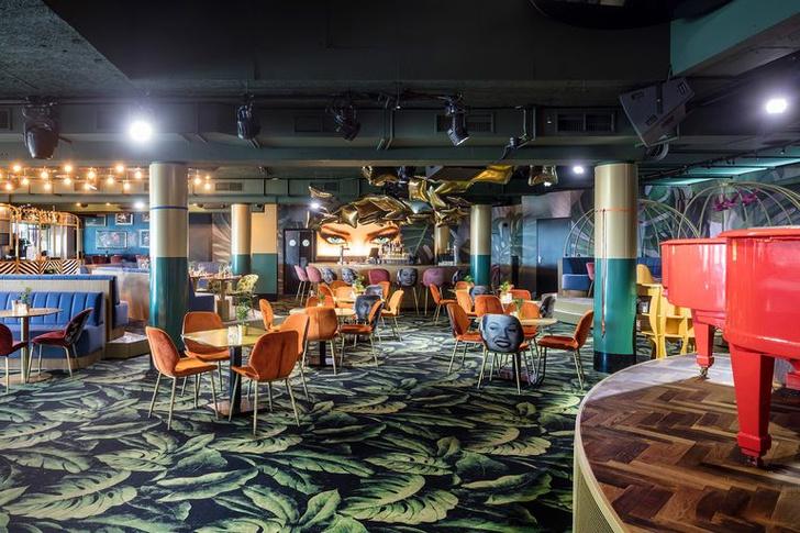 «Безумный» бар Crazy Pianos в Гааге (фото 0)