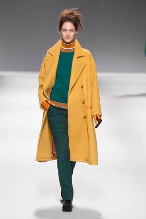 Показы мод Issey Miyake Осень-зима 2013-2014 | Подиум на ELLE - Подиум - фото 634