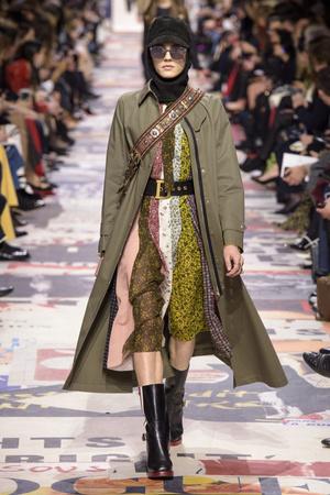 Показ Christian Dior коллекции сезона осень-зима  2018-2019 года Prêt-à-porter - www.elle.ru - Подиум - фото 703221